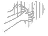 Ręce przytulające serce symbolizujące hasła reklamowe nawiązujące do emocji